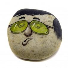 Pedra Pintada Caricatura Homem de Óculos Verde